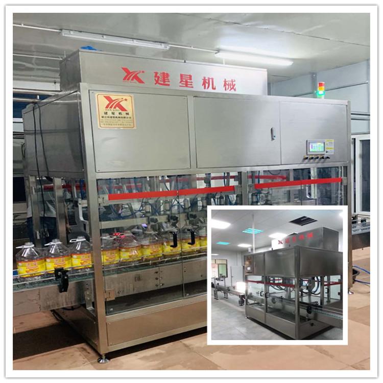厂家专业出售直线灌装机,规格齐全,技术力量雄厚