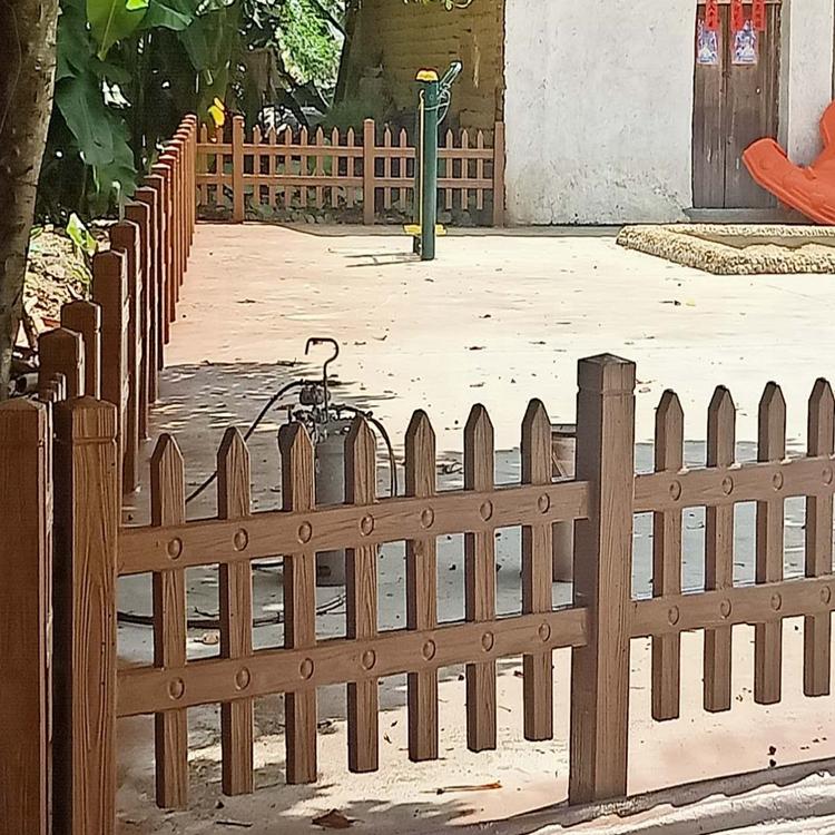 定制出售仿木围栏 质优价廉 专业出售单位 创华