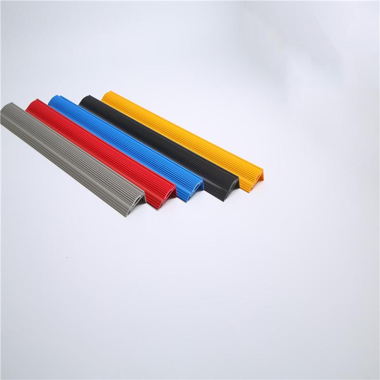 专业制造出售优质硬质包角 pvc硬质楼梯包角 品质好 价格优
