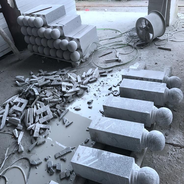 精致石柱子雕刻厂家 花岗岩路障石柱子生产厂家 批发价格优惠